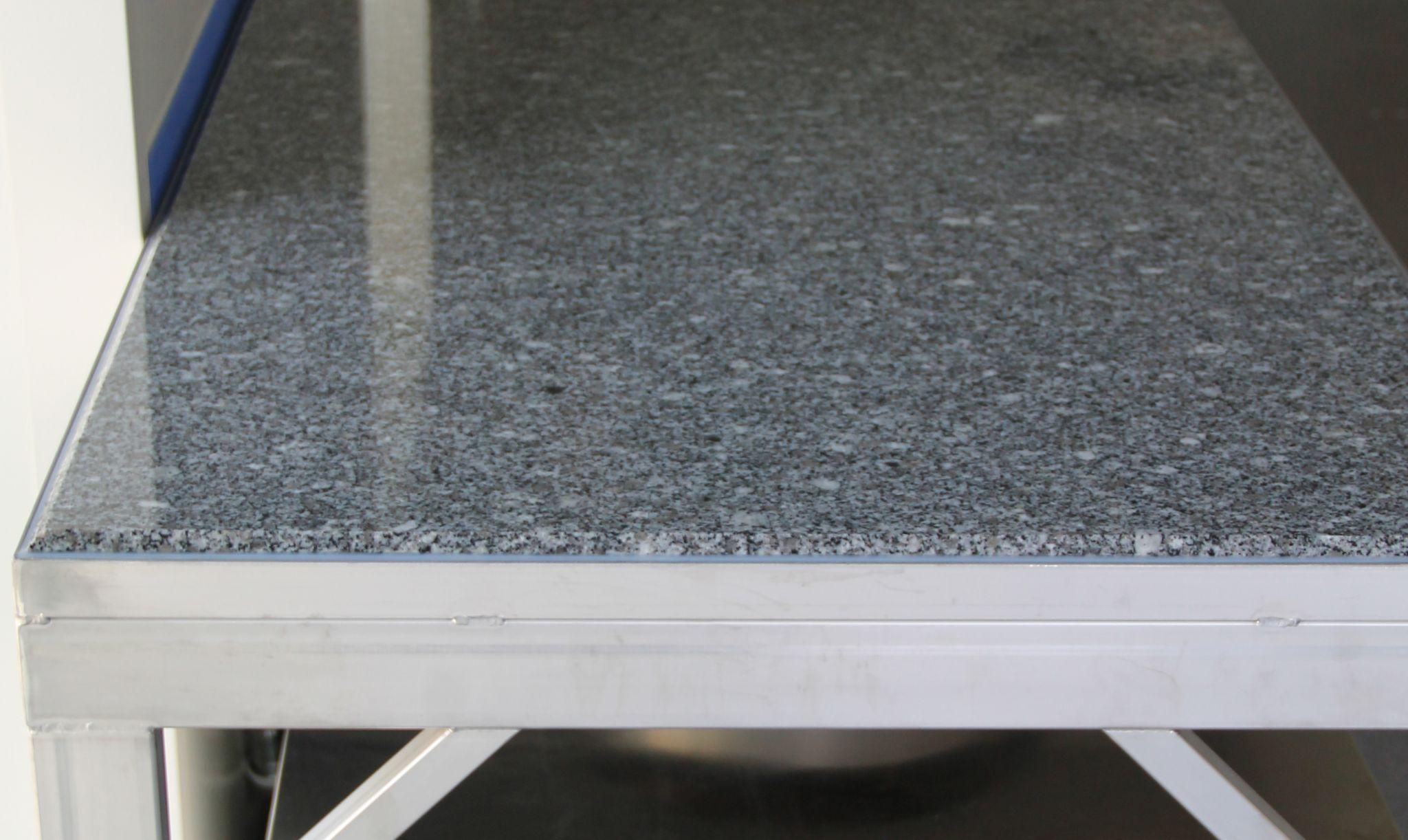 Table granit et inox