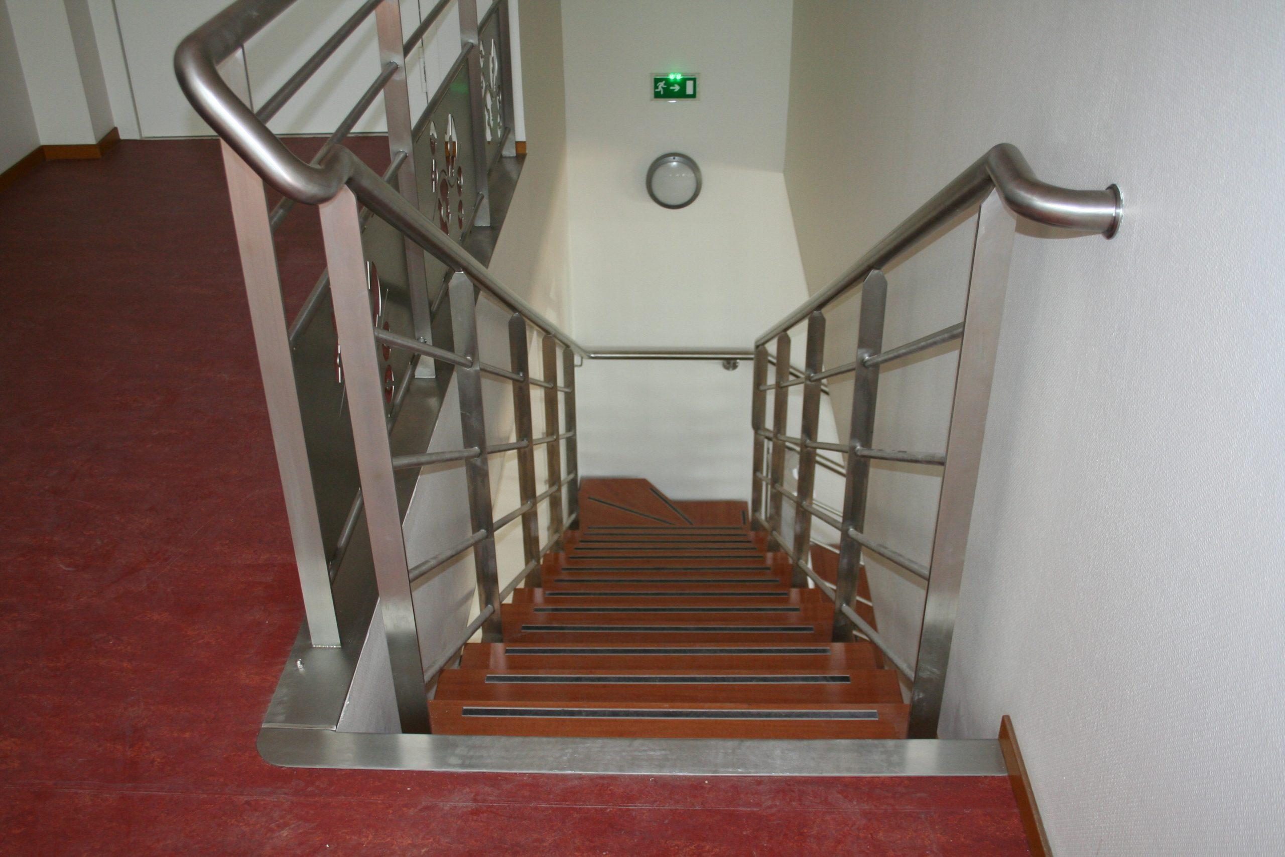 Escalier droit inox et bois