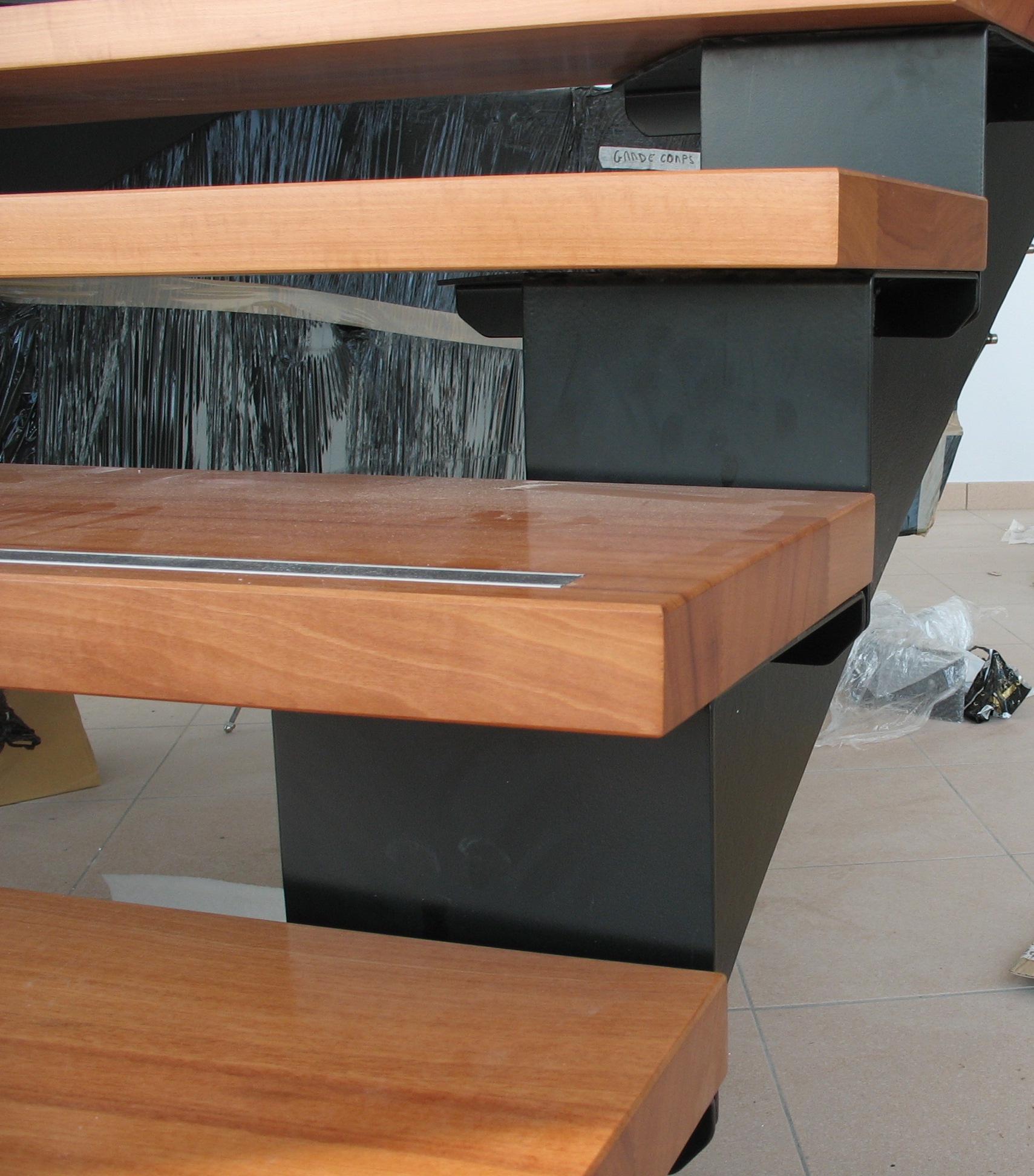 Marche bois sur escalier acier