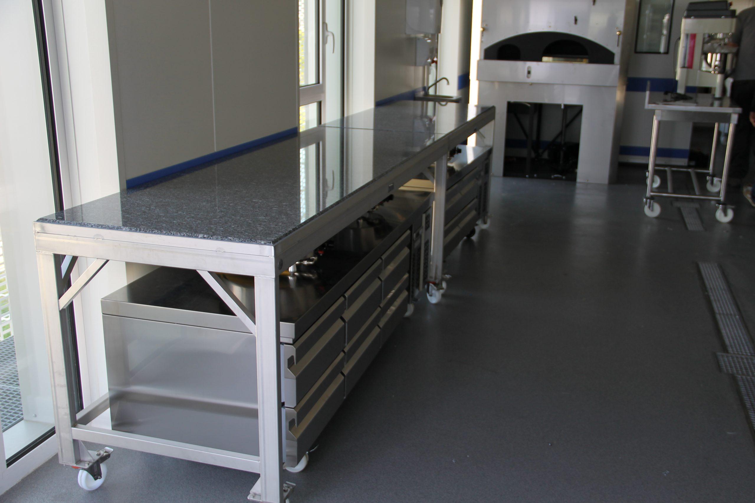 Table roulante inox et granit